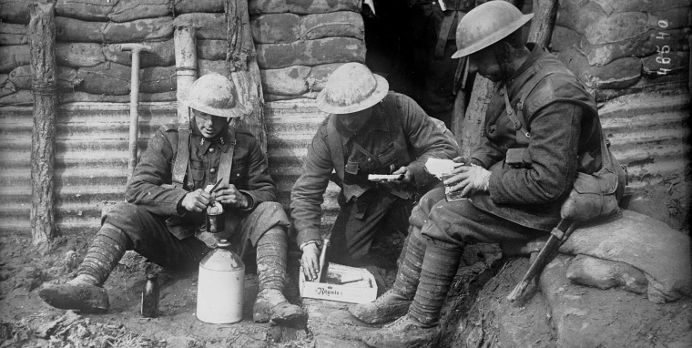 [Soldiers eating in the trenches, 1914-918] Photograph courtesy Collections Canada