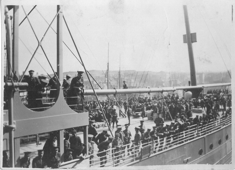 [Members of the Newfoundland Regiment embarking for England, c1914-1915] Canadian Centre for the Great War 2015.02.20.00001