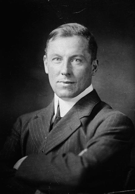 Robert W. Service, courtesy Library and Archives Canada PA-110158