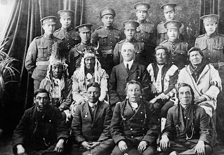 Elders and Indian soldiers in the uniform of the Canadian Expeditionary Force, [ca. 1916-17] [original title] Library and Archives Canada / PA-041366
