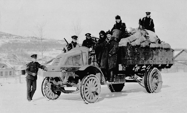Personnel of the Canadian Siberian Expeditionary Force with truck. c1919. Photo courtesy Raymond Gibson/Library and Archives Canada/C-091749
