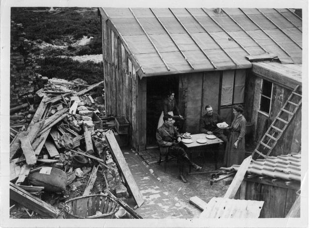 An estaminet near Mericourt, France. [no date]. A.S. English Fonds. Collections CCGW/CCGG.